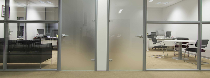 3 Excellent Examples of Glass Partitions